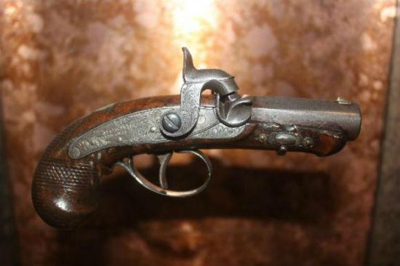 lincolns-pistol.jpg